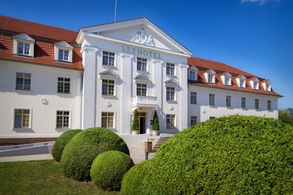 klassizistische Fassade des Seehotels Großräschen